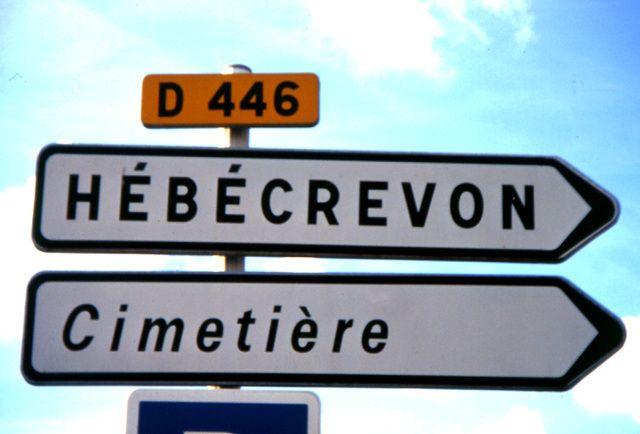 Photo : On a toujours le temps d'y aller, France, Insolite, Photo argentique, Panneaux insolites. Toutes les photos de Louis ROMAND sur L'Internaute