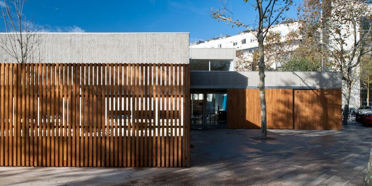 Built by Maria Isabel Bennasar Felix in Barcelona, Spain with date 2011. Images by Filippo Poli. The site is located in the block defined by the streets Àlaba, Doctor Trueta, Pamplona and Ramon Turro, in the city o...
