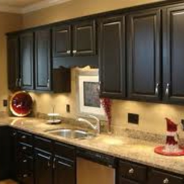 Black cabinets and tan walls kitchen ideas pinterest for Black kitchen walls