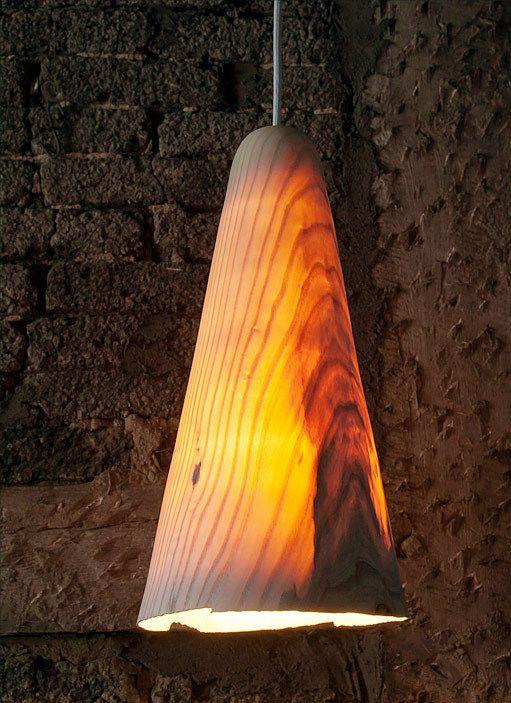 Gedrechselte Leuchte aus Eschen-Holz by Christian Masche