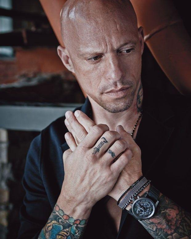 O tatuador Ami James mostra detalhes certeiros de estilo