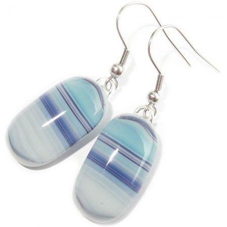 Handgemaakte blauwe glazen oorbellen van prachtig blauw gestreept glas!