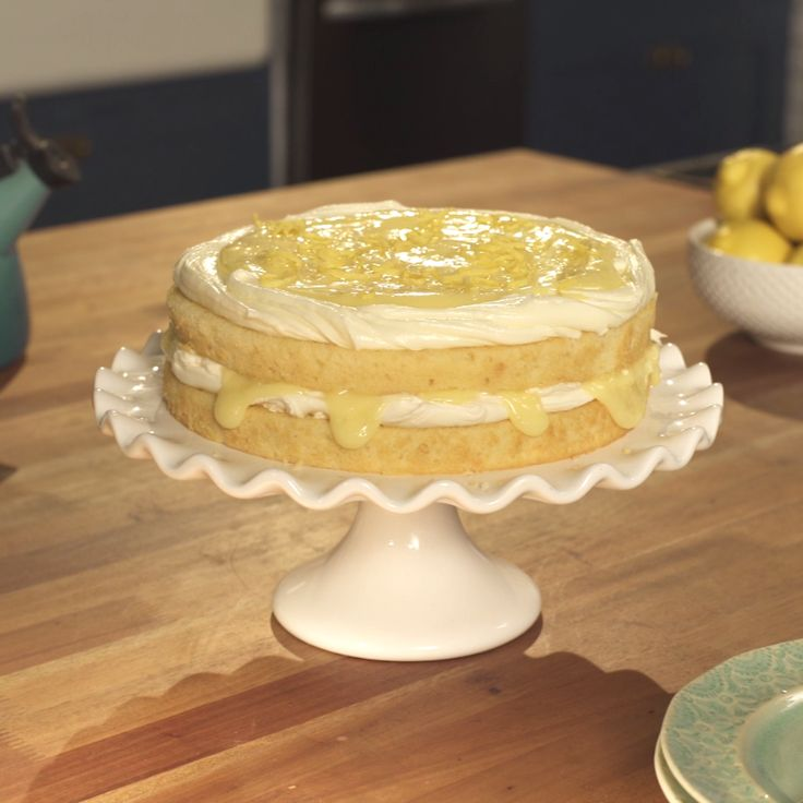 How to make an amazing and super easy Lemon Curd Cake.