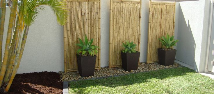 ideas+to+decorate+a+privacy+fence | ... Ideas With Bamboo Garden Fence Including Grass Garden Landscaping And