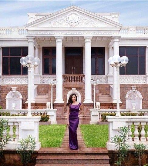 Top 10 Popular Indian Celebrities Homes | Properties in India