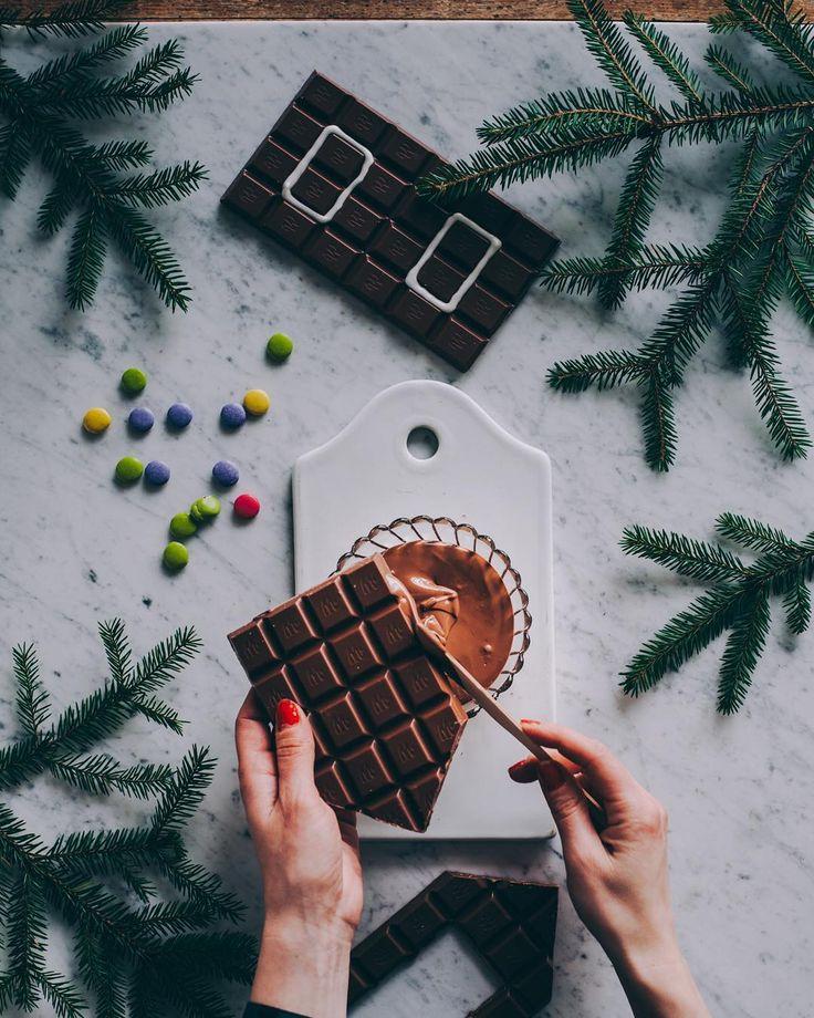 Tärkeä työprojekti Musta ei ole kuulunut pariin päivään kun joulupajalla on paiskittu hommia  Mini kysyi: Äiti. Onko siis sun työ tehdä suklaatalo? Öö..Joo-o.  #bubblingunder #kaupallinenyhteistyö @marabousuomi #marabousuklaatalo #marabou @asennemedia #workworkwork #duunii #unelmahommissa #joulu #suklaa #suklaatalo