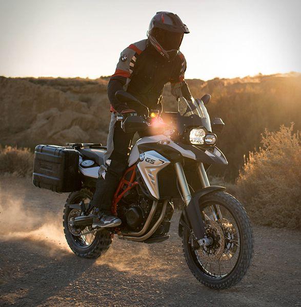 A Moto BMW F 800 GS Adventure, é a companheira confiável e potente para as…