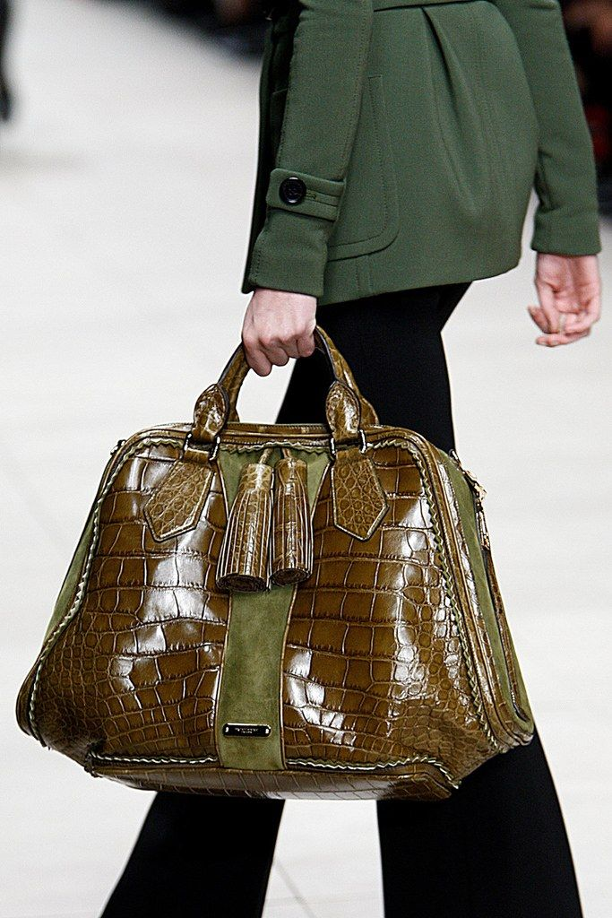 a4f3c942776e Burberry Prorsum Fall 2011 Ready-to-Wear Collection - Vogue Gucci Handbags