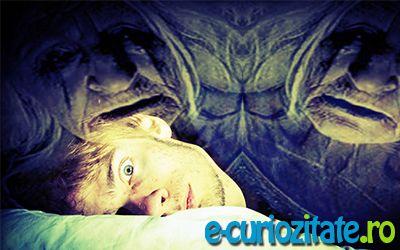 http://e-curiozitate.ro/alimente-care-provoaca-insomnie/    Noptile de nesomn au repercursiuni atat asupra organismului, asupra activitatilor cotidiene cat si asupra relationarii cu persoanele din jurul nostru. O persoana care nu se odihneste in timpul noptii, poate deveni o persoana care nu se poate concetra in timpul zilei, o persoana agitata, nervoasa si predispusa la diverse afectiuni ce vin pe seama oboselii si a privarii de somn.