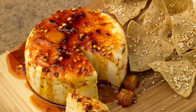 Chef Oropeza- queso panela enchilado al horno