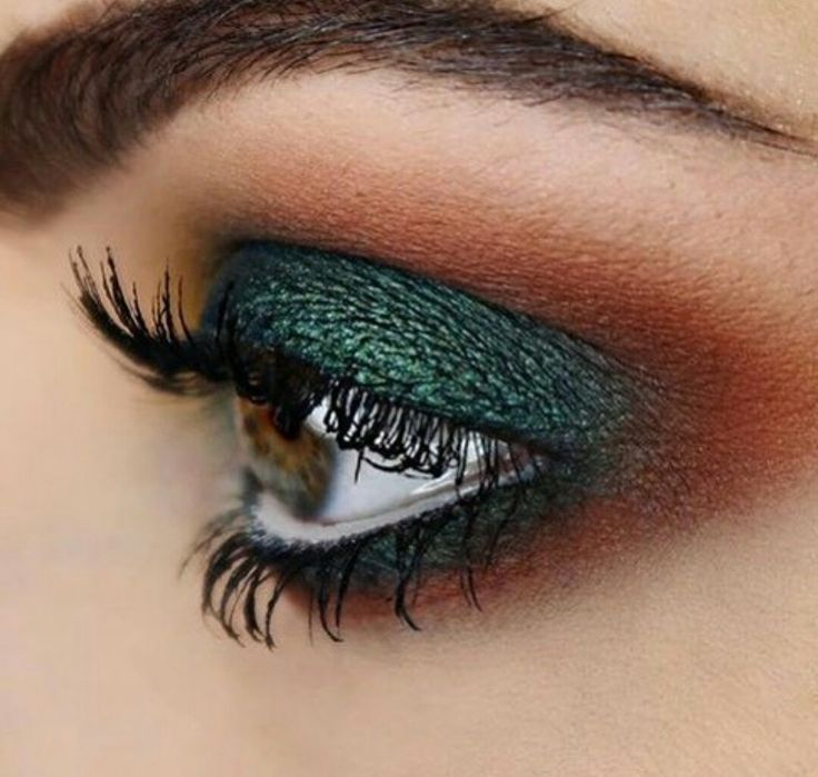STFU emerald green shade from the Smashbox Smoky eyeshadow palette and Throwback terra-cotta shade from Smashbox Ablaze eyeshadow palette...I own them both!