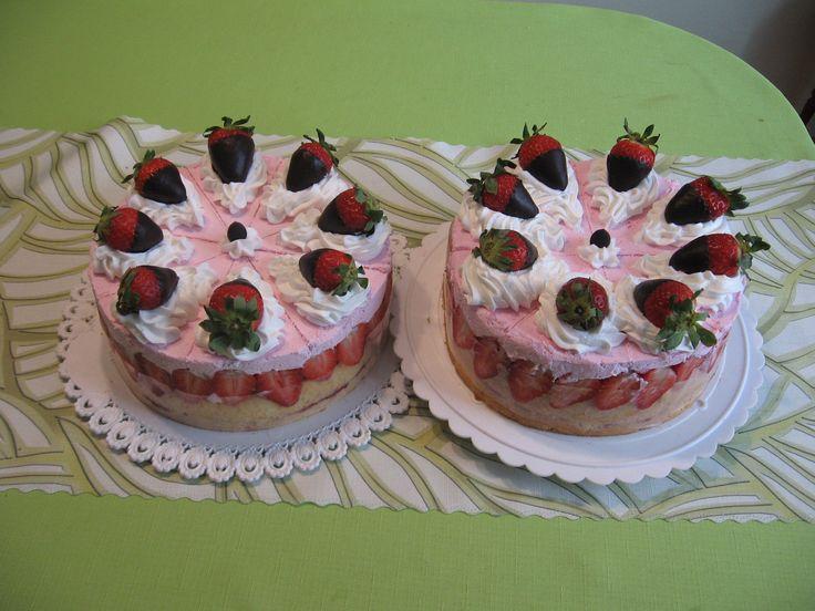šlehačkové dorty s jahodami