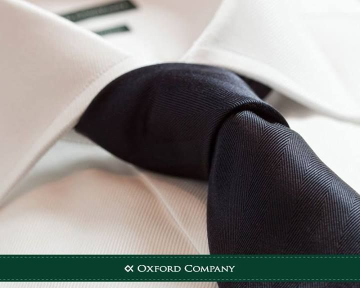 Tie tips: Στα πουκάμισα με μεγαλύτερο γιακά προτιμήστε μια φαρδιά γραβάτα σε χονδρό κόμπο! Αντίθετα, αν ο γιακάς είναι μικρότερος ταιριάζει περισσότερο με λεπτή γραβάτα που θα την δέσετε πιο σφιχτά!