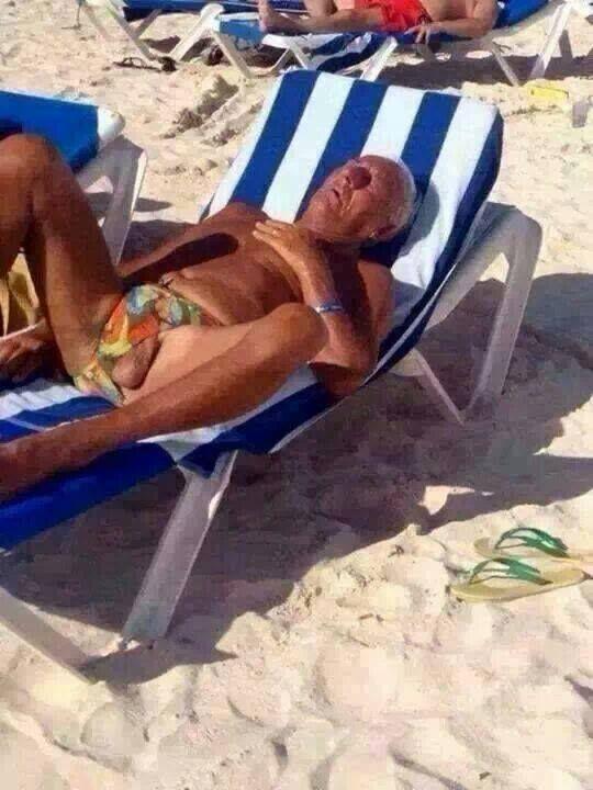 Dormido en la playa...