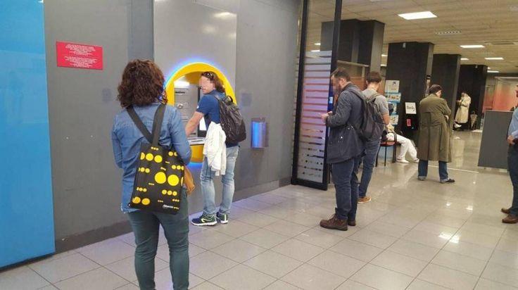 La economía también vota el 21-D: Venían a Atocha con cheques y bolsas de dinero