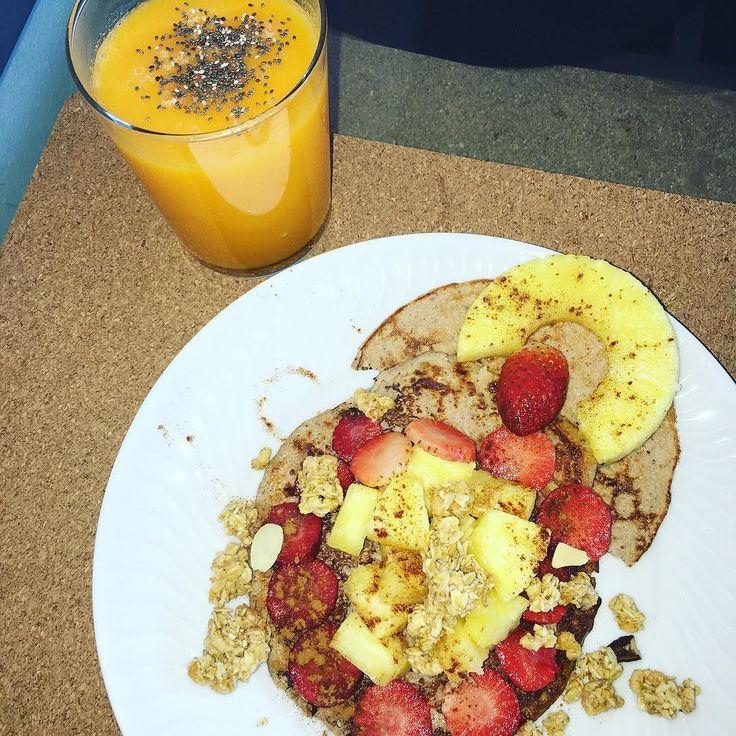 G' morning weekend   panquecas de Despertae de Buda as @iswariofficial com fruta e granola  sumo natural de laranja cenoura e manga  #pafit #muscleandhealth #girlsthatlift #girlswithmuscle #instafit #womenshealthportugal #eusouwh #fitness #fit #fitfam #fitnessaddict #fitnessmotivation #fitgirl #missaobikini2016 #ateaoveraoficoboazona #barrigachapada #healthyfood #healthychoices #healthyeating #healthylifestyle #healthyliving #meal #mealprep #mealplan #instafood #instafit #sagafitpt by…
