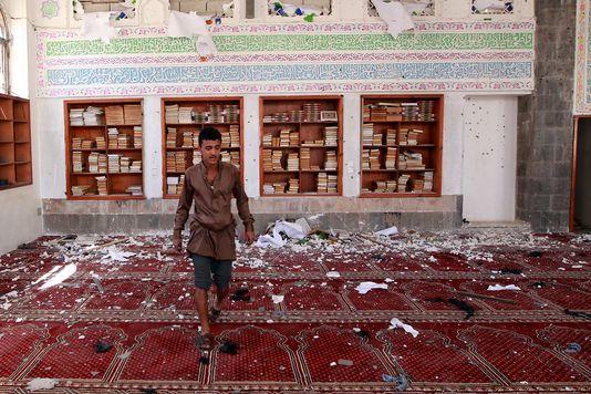 25.03.15 / Quelles sont les forces qui s'affrontent au Yémen ? /  L'Etat islamique (EI) a revendiqué son entrée sur la scène yéménite avec les attentats qui ont fait 142 morts à Sanaa vendredi. Les milices chiites houthistes avaient pris le pouvoir dans la capitale en septembre, poussant le président à s'exiler à Aden en février. Le pouvoir politique est marginalisé, le pays livré à l'arbitraire des clans et des groupes armés. Il devient peu à peu un champ d'affrontement sectaire entre les…