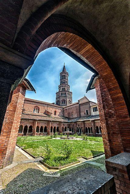 Abbazia di Chiaravalle, nel chiostro - Milan, Italy