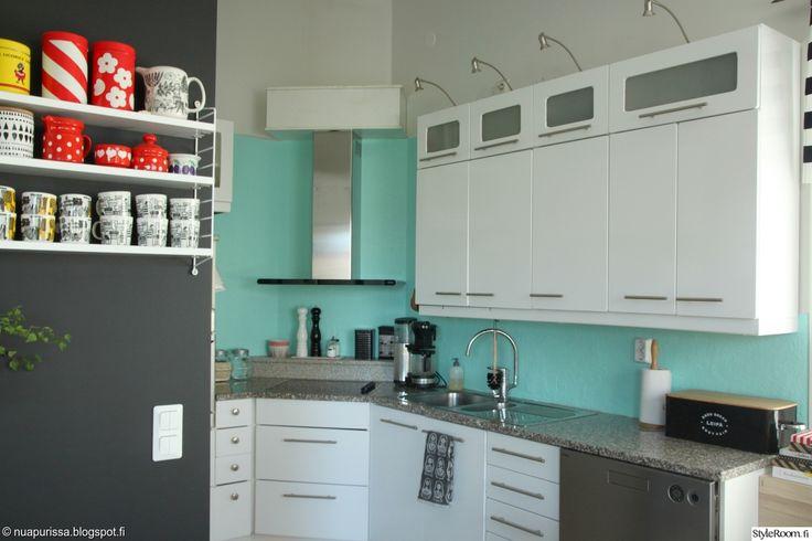 """Jäsen """"nuapurissa"""" on uudistanut keittiönsä kaapit dcfix-kontaktimuovilla #styleroom #inspiroivakoti #keittiö #dcfix #kontaktimuovi"""