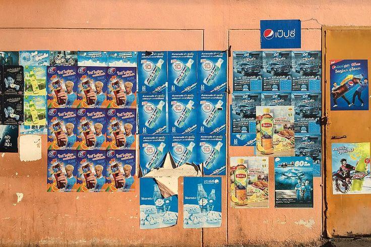 駄菓子屋 兼 夜は若者の酒飲み場の壁 何撮ってんのと外国人に聞かれる 私にとっては気になる壁です . . #thailand #chiangmai #scenery #townscape #life #travel #art #morning #タイ #チェンマイ #暮らし #チェンマイ暮らし #風景 #旅 #朝