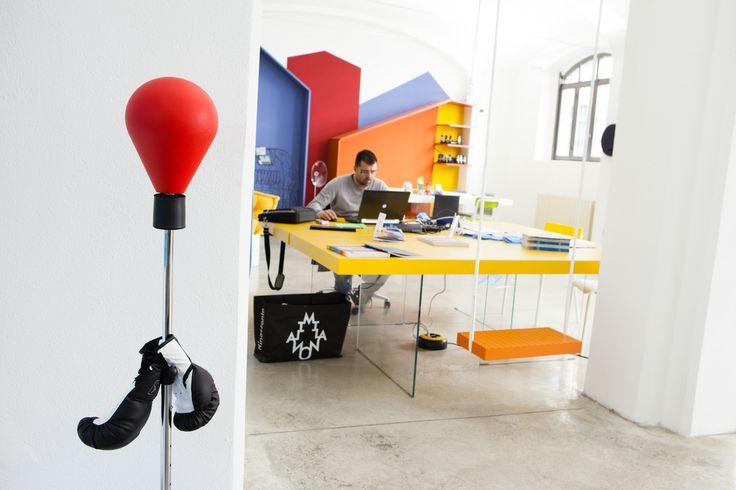 Colori, emozioni… Monforte! #Ufficiomanifesto #Lago #Arredamento #Cowork #Design #Fuorisalone #Tortona #Colori #sedie #Tavoli #work