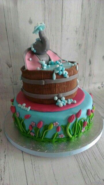 Olifant in bad taart
