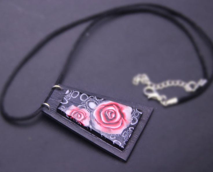 Necklace with red roses fancy on trapezoidal pendant