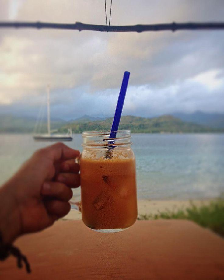 "📷@paknaco ""#healthyjuice #giliasahan #giliasahanecolodge"" #regram #nautilusrestaurant #underthesun #oceanbreeze #lifesabeach #beachlife #oceanvibes #lodge #ecoliving #beachday #onthebeach #islandvibes #island #gypsylife #islandlife #lifeofadventure #letsgosomewhere #wonderful_places #letsgoeverywhere #travelmore #passionpassport #travelawesome #doyoutravel #instatravel #giliislands #lombok"