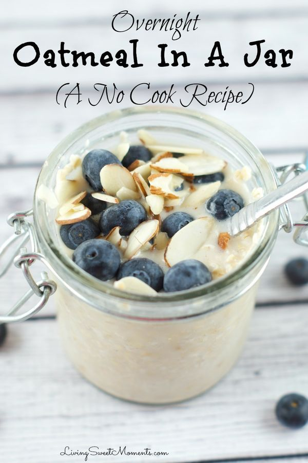 overnight oatmeal in a jar recipe - easy, simple and takes literally seconds to prepare. It tastes even better than regular oatmeal with so much creaminess! Perfect for a quick breakfast or snack. More on livingsweetmoments.com