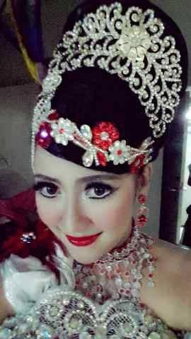 Gesnida Yunita. Penari tradisi. Sunda. STSI Bandung.