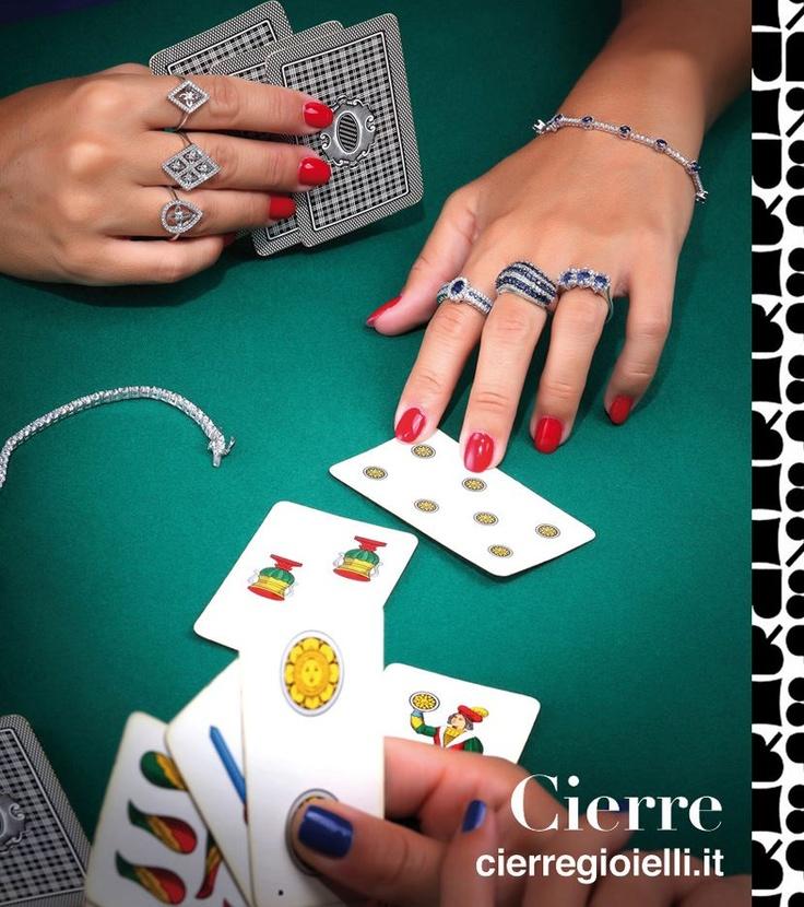 Cierre  Anelli e bracciali in oro bianco 18 kt con diamanti taglio brillante e preziosi zaffiri blu  www.preziosamagazine.com/shooting/
