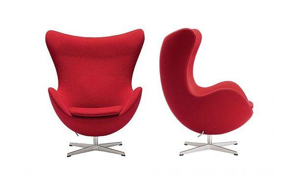 Deze design klassieker is ontworpen door Arne Jacobsen voor de lobby en receptie van het door hem ontworpen Royal SAS Hotel in Kopenhagen.