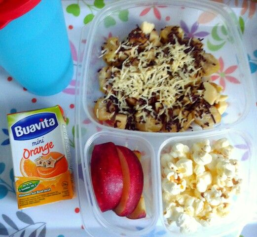 Attar's lunch box (02SEP15) : fried banana topped with condensed milk-cheese-Ceres, pop corn, apple, orange juice and mineral water.  Have a happy dancing Wednesday! Xxx