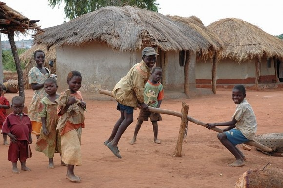 Playing kids, creative! - Malawi, copyright Geriema Photo Design Gisele Swinnen