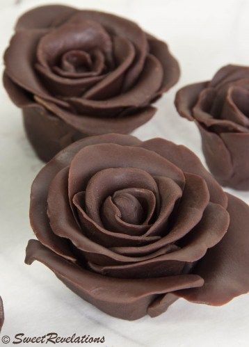 Wonderfully detailed dark chocolate roses (with howto instruction) that are fabulous for everything from cupcakes to fancy ice cream sundaes. #rose #chocolate #food #flowers #howto #DIY #cake #decoration #wedding #Valentines