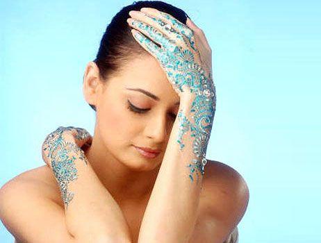 Ash kumar colored henna design
