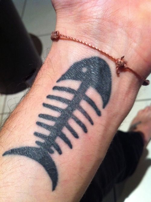 22 best images about skeleton fish tattoos on pinterest for Simple pisces tattoo