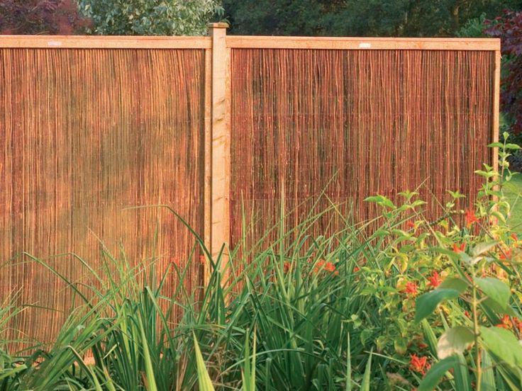 Best 25 fence screening ideas on pinterest outdoor for Natural garden screening ideas