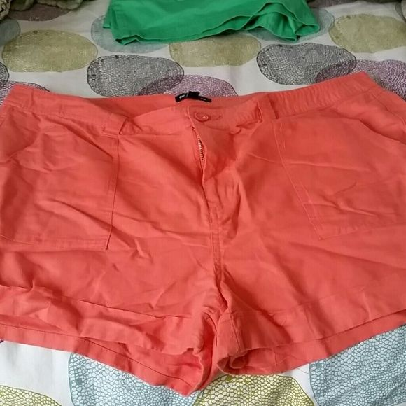 Nwot coral short. New listing! Coral color. Linnen short. Front and back pockets. Button detail on cuff. 3 inch GAP Shorts
