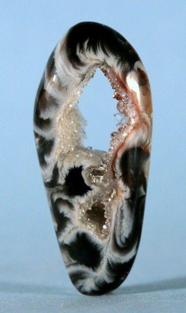 OcoOcho agate with gemstone.