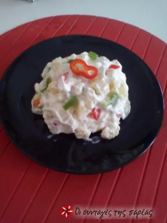 Δροσερή και ανάλαφρη πατατοσαλάτα, συνοδεύει κρέατα, αλλά τρώγεται υπέροχα και σαν κυρίως γεύμα.