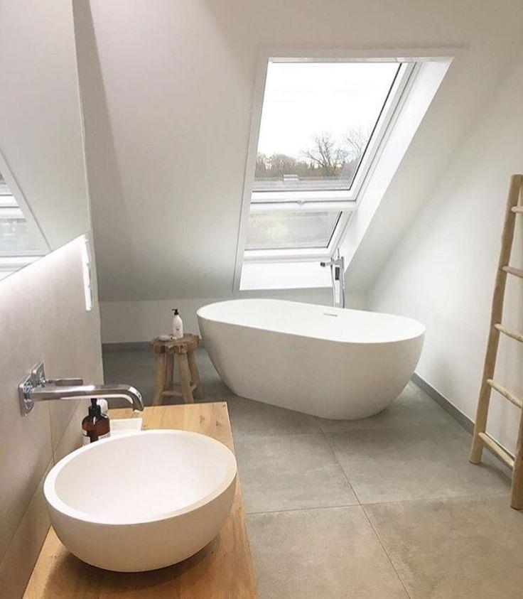 Badezimmer Freistehende Badewanne Unter Dem Dach Freistehende