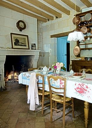 French kitchen...of course who wouldn't love the homeliness of this kitchen!