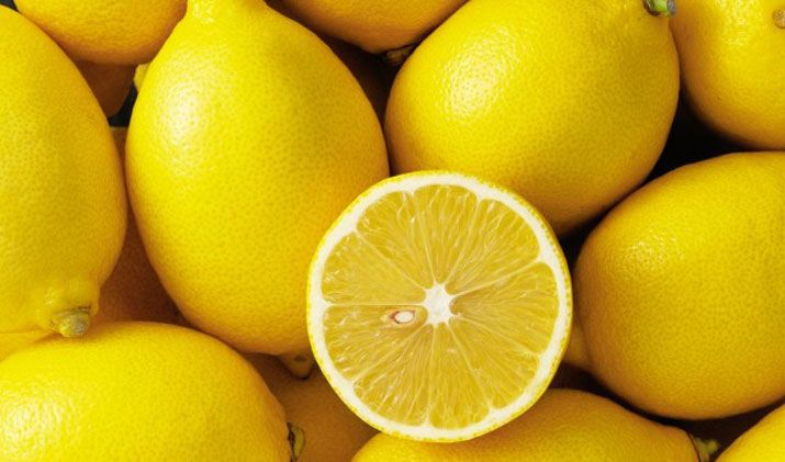La bevanda all'acqua e limone è un fondamentale rimedio della Naturopatia Oberhammer®, Questa bevanda è semplice ma molto, molto efficace. Ecco tutti i consigli per metterla in pratica da subito. L'acqua e limone è una bevanda preziosissima, da bere al mattino al risveglio. È una ricetta base della Naturopatia Oberhammer®, il metodo di guarigione naturale ...