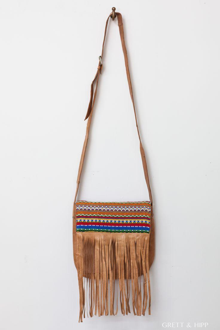 ... Últimos días de #rebajas ...  Aprovecha estos úlitmos días con nuestros #productos rebajados, para hacerto con un #bolso como este en #cuero fabricado en Marruecos con personalización en tela azteca.   Una edición limitada que marcará la diferencia en tu #look de cada día.   Entra http://grettandhipp.com/tienda/bolsos/bolso-cuero-6/ y hazte ya con el tuyo.  Feliz martes  Equipo Grett & Hipp