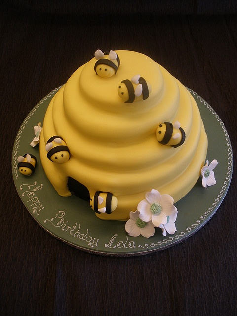25  best ideas about bee hive cake on pinterest