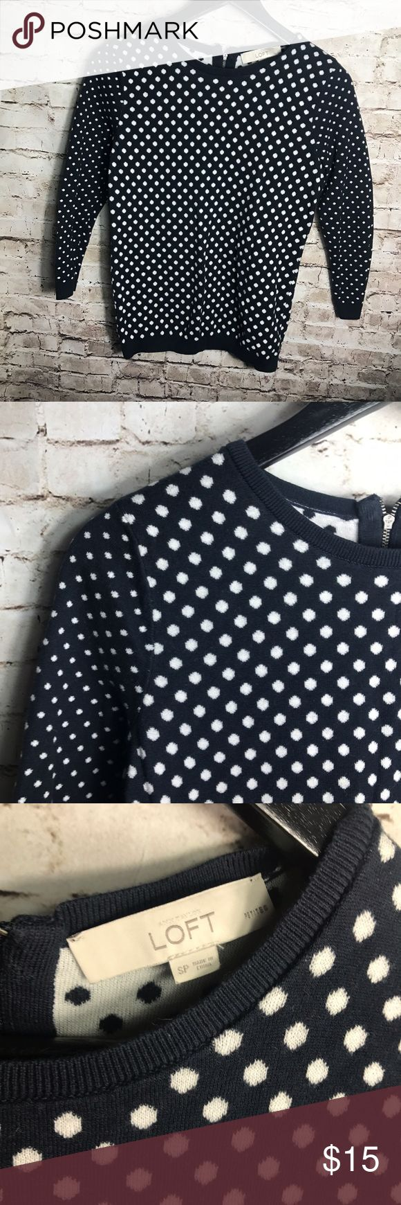 """✨ LOFT polka dot top ✨ Loft Womens size SP Blue and white Polka dot crew neck sweater   Pre-owned No rips, tears, marks or stains Please see pictures for details   Armpit to Armpit laying flat - 14"""" Length - 14.5""""  RN# 80734 LOFT Sweaters Crew & Scoop Necks"""