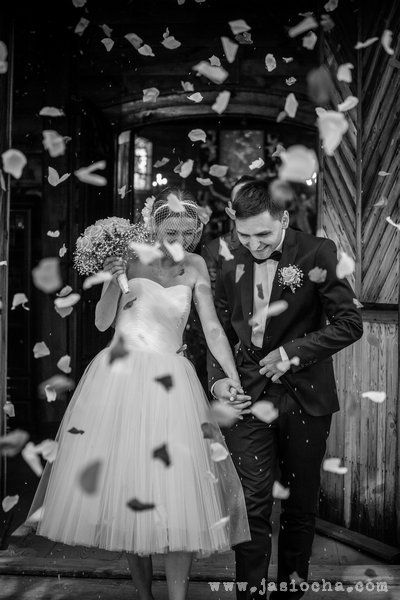Happy happy Decolove Bride in bespoke french veil handcrafted in Decolove Atelier