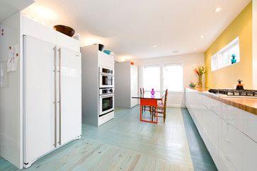 Witte keuken met blauw geolied parket + gele spatwand, 63rd Avenue Residence - contemporary - kitchen - dc metro - E/L STUDIO