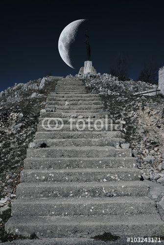 Scalinata verso la luna